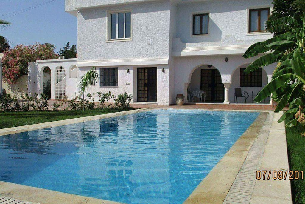 villa avec piscine a hammamet villas louer hammamet tunisie. Black Bedroom Furniture Sets. Home Design Ideas