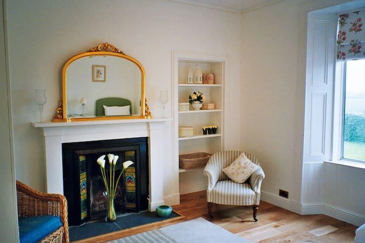 (URL HIDDEN) - Stirling - House