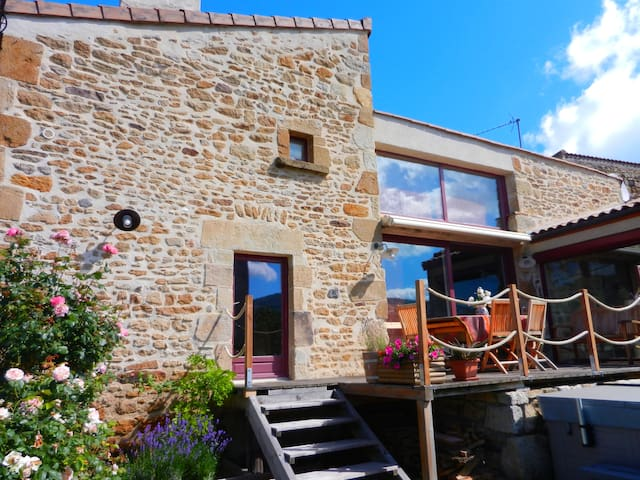La Batisse Dorée, Bed & Breakfast - Vic-le-Comte - Bed & Breakfast