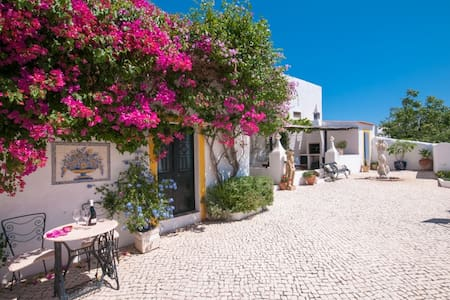 Charming Guest House - Mexilhoeira da Carregacao - Bed & Breakfast
