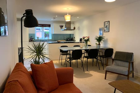 Two bedroom, newly furnished modern flat