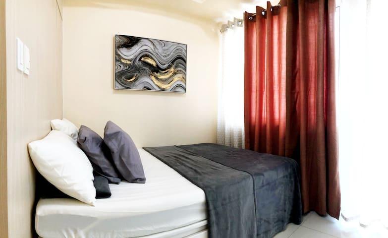 Queen Bed (bedframe with storage)