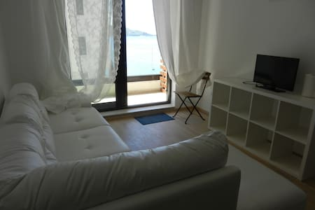 NEW Beautiful flat 20 meters to sea