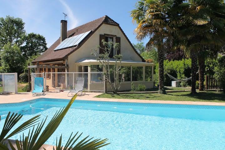 Villa avec piscine au calme proche de Pau