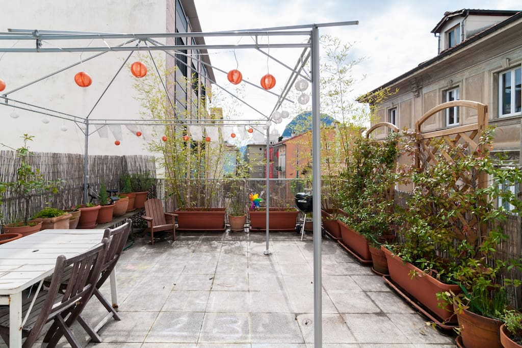 Huge terrace with herbs and vegetables, dining table for 8 and kiddies pool