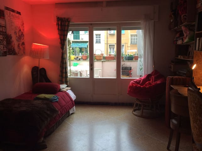 Big ARTIST room with TERRASSE - Livorno - Appartement