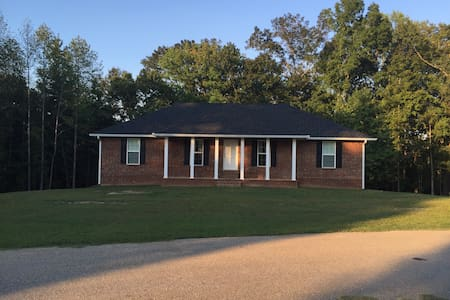 Brand New 4BR 2BA Sleeps 8! - House