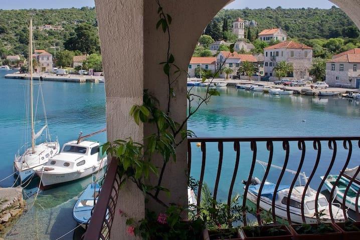 "Appartamento ""Ruzica"" vista mare!!! - Drvenik Veliki - Apartment"