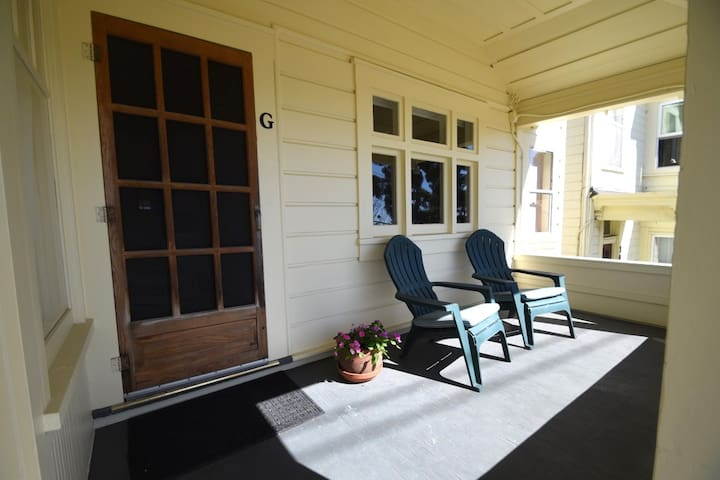 Enjoy the views of the Santa Cruz Beach Boardwalk and Santa Cruz Wharf from this cute covered front porch
