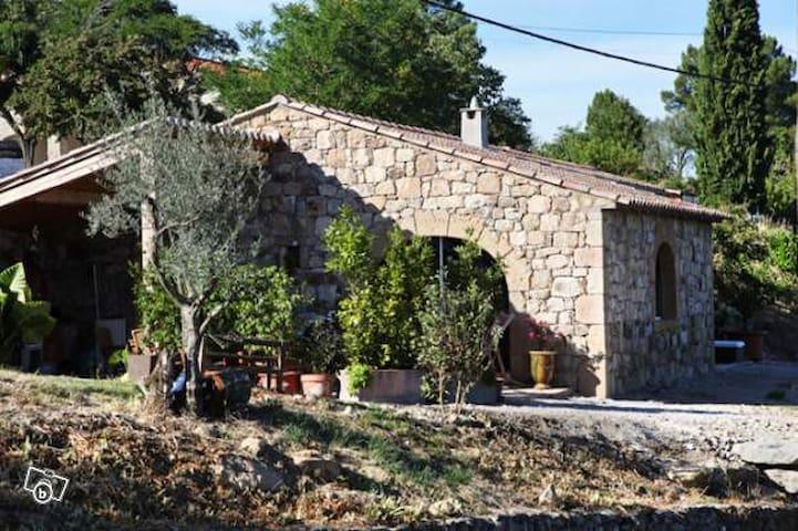 maison en pierre très agréable - Banne - Ház