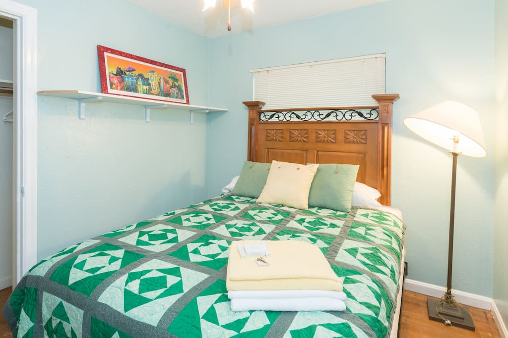 Quaint and cozy green rm. #2