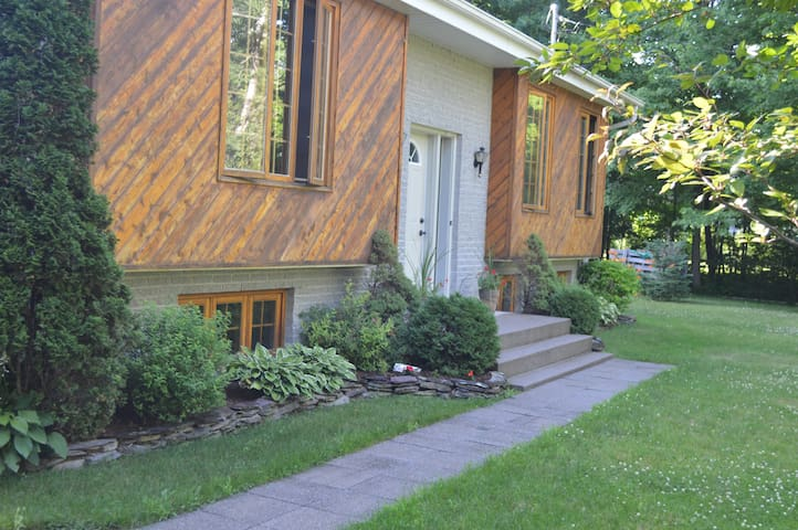 Awsome Family Home near Yamaska Parc & Granby Zoo - Roxton Pond - Hus