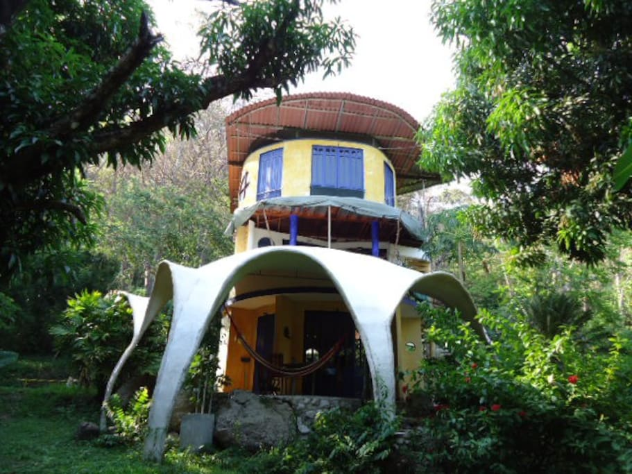 Montezuma beach jungle artist house houses for rent in for Jungle house costa rica