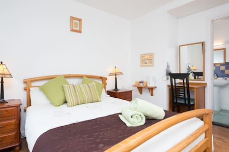 Cosy & Charming Country Cottage !!! - Doolin