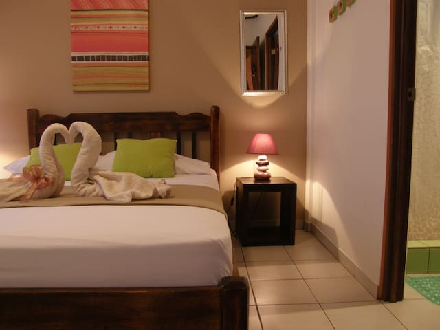 #6. Casa de Lis- Private Room, own bath - Turrialba - Hostel