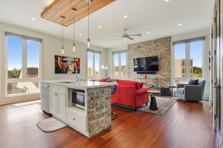 Luxury 2BR Gem⚜PRIVATE ROOFTOP⚜ Walk to StreetCar