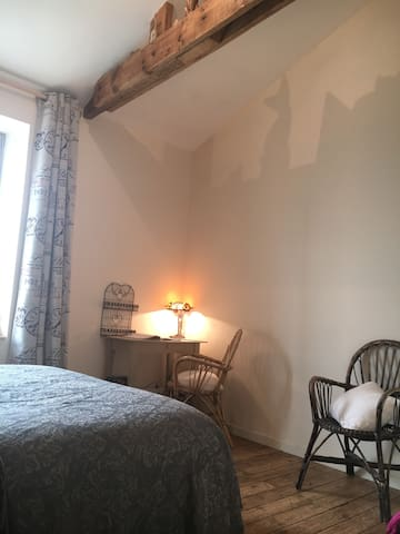 King size bed 160/200 office (desk) - Saint-Brieuc - Huis