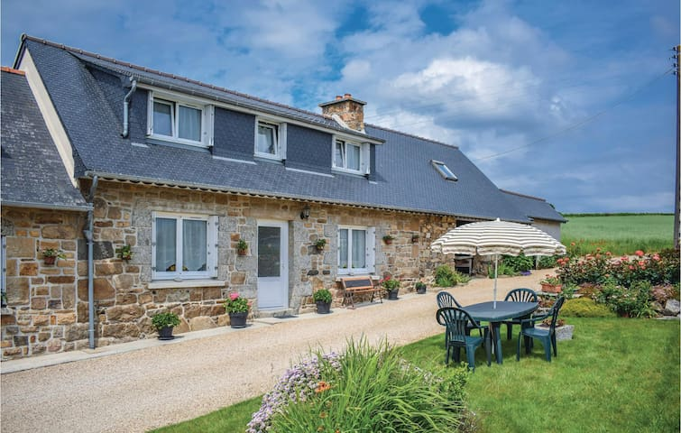 Semi-Detached with 3 bedrooms on 70m² in Caouennec-Lanvezeac