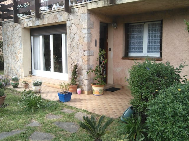 Appartment at ground floor of villa - Hyères - Hus