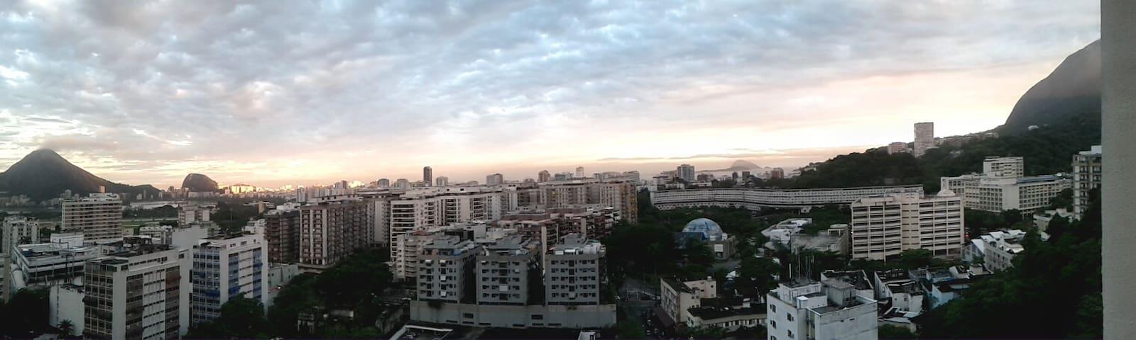 panoramic front varanda view.