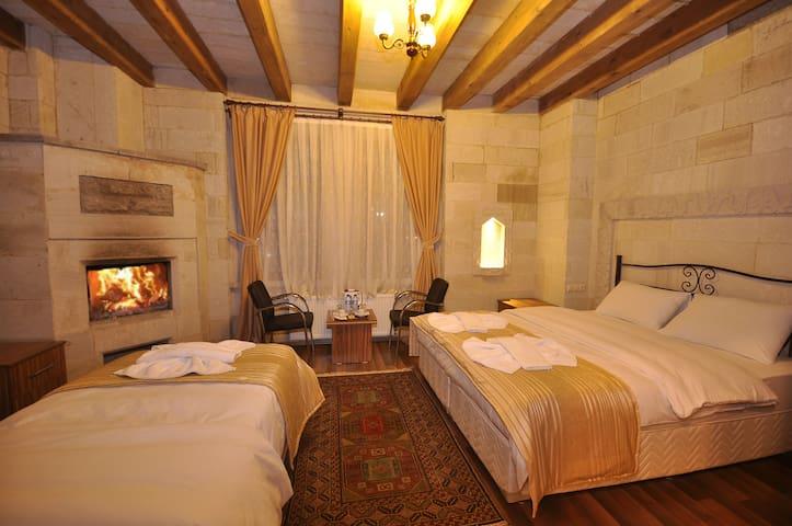 Family RoomCAPPADOCIA STONE PALACE - Göreme - Bed & Breakfast
