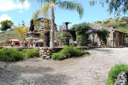 Malibu Wine Trail Bunkhouse on Great Spirits Ranch - Malibú