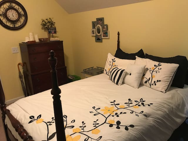 Antique Double Bed Room near I20