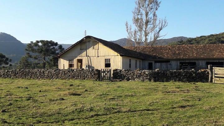 Vacas Gordas  Casa de 150 anos/ 400 hectares