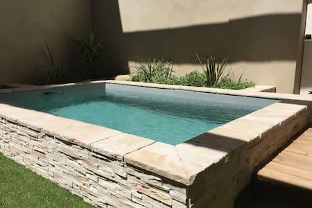 Maison de village avec bassin chauffé