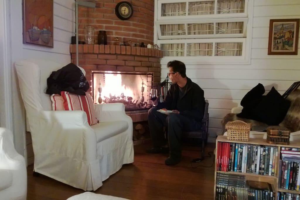 Sala com lareira /// Corner with fireplace