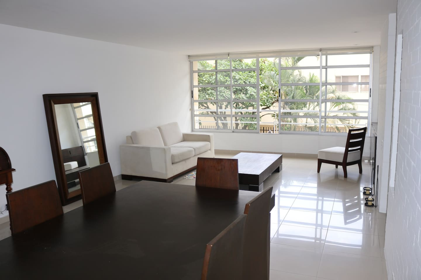 Lovely Apartment In Cali Large Double Room to Rent Long Term in Upscale Neighbourhood