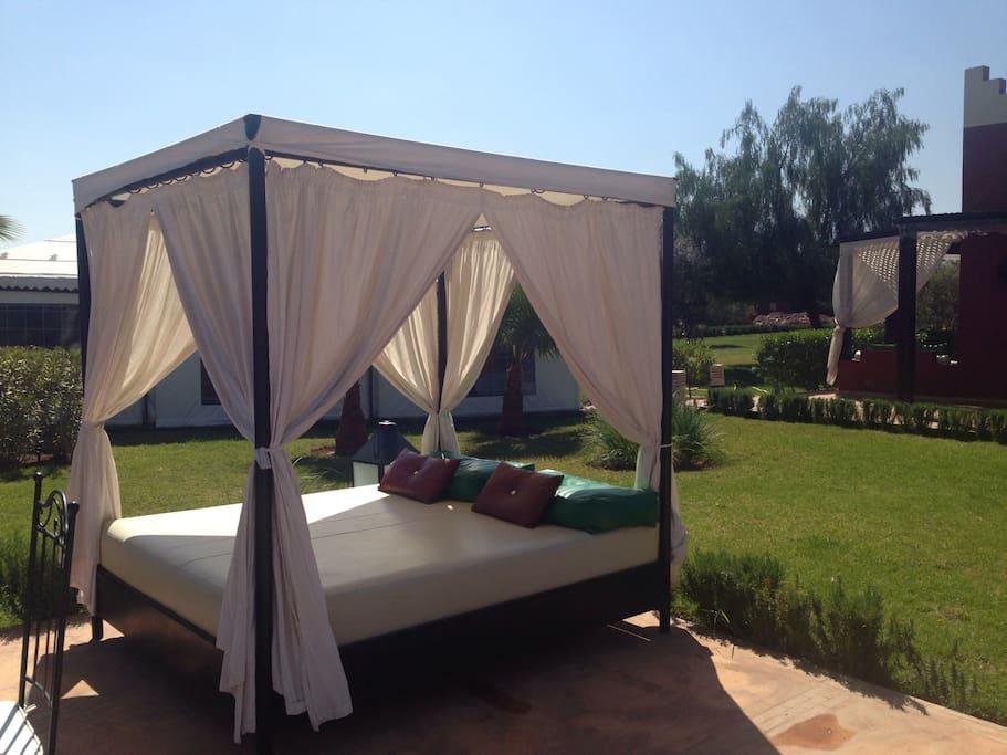 Relaxing in garden - Relaxation dans Le jardin-
