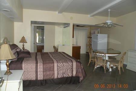 Retro apartment, Next to downtown - Palm Springs - Villa