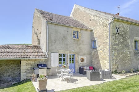 Lovely Farmhouse in Talon with Fireplace