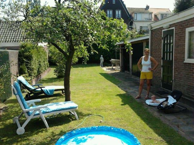 Sunny house 30mtrs garden near Adam - Halfweg