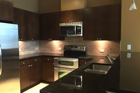 Lux 2Bed/2Bath Bellevue Townhome - 贝尔维尤 - 公寓