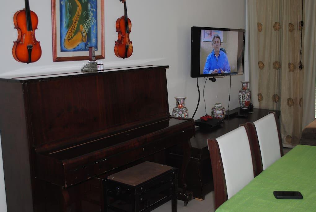 Sala de Estar com TV de 40 polegadas, Tv a cabo, Wi Fi