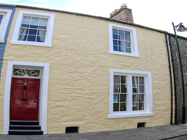 THE TOWNHOUSE, family friendly in Kirkcudbright, Ref 949011