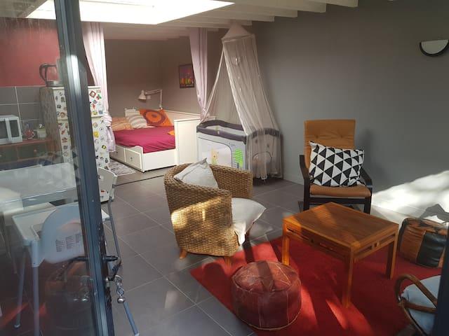 Joli studio au calme avec jardin proche de Lille