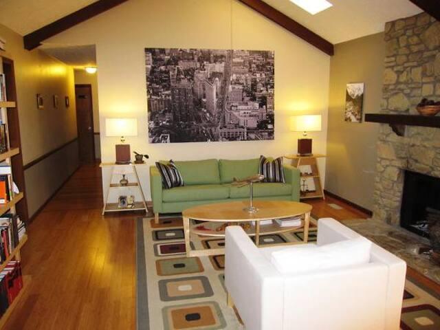 Rockin' Ranch -- 3 bed/2 bath - Indianápolis - Casa