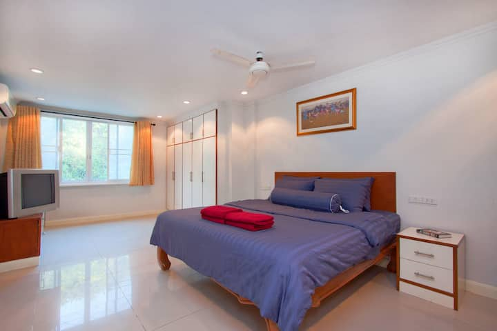 Argyle 1 Bed (15) 80 m2 Phratamnak