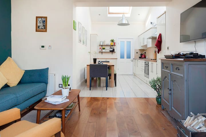 Beautiful 2 bed house in trendy Portobello - Dublin - House