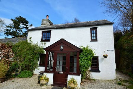 Trehale - A Traditional Cornish Cottage