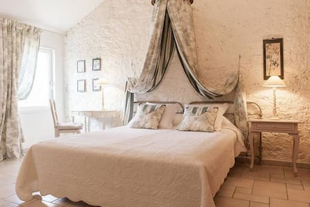 Proche St Emilion Chambre du PIGEONNIER