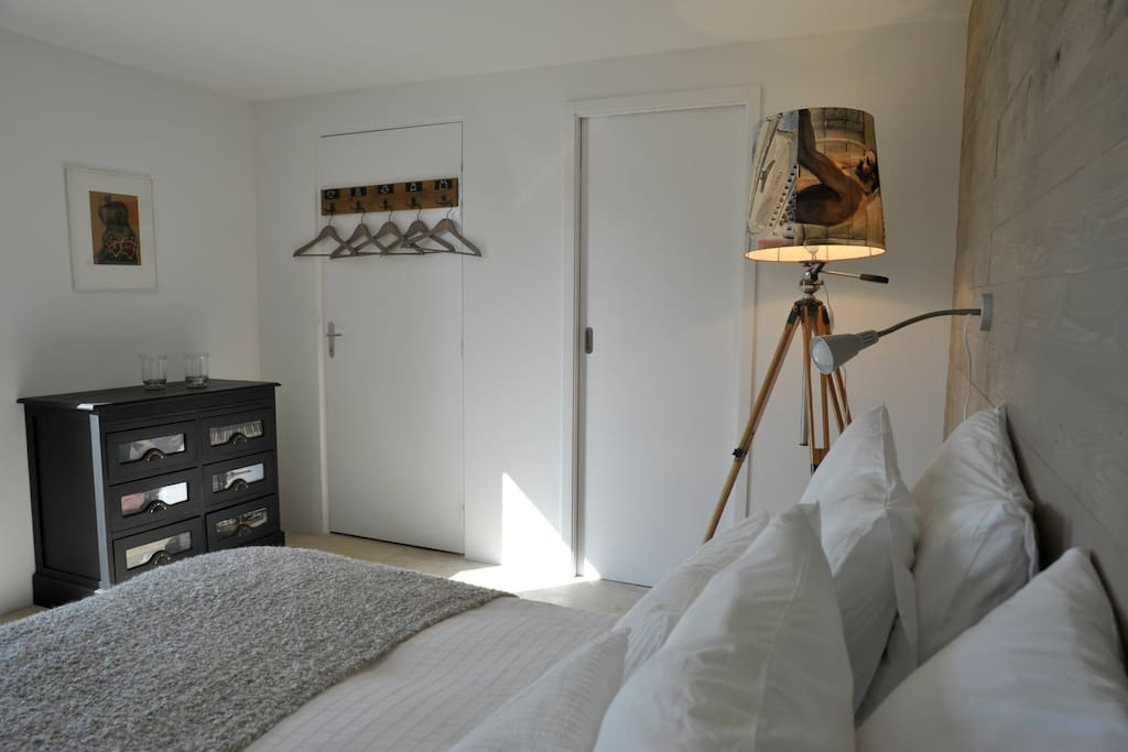 Chambres d 39 h tes la maison blanche bed and breakfasts for Chambre d hotes vaison la romaine