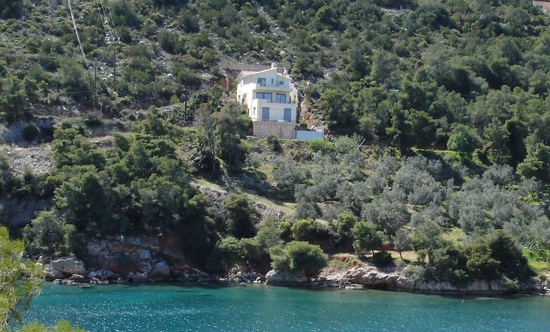 Peaceful house by the sea