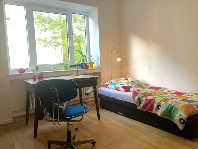 Luxus-Wg m Garten + Dachterrasse, zentral  + ruhig