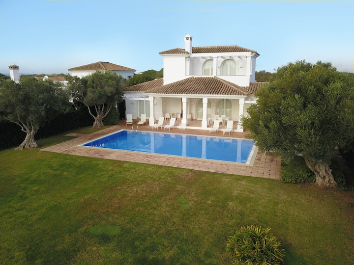 Iris- Freundliche & ruhige villa mit Pool