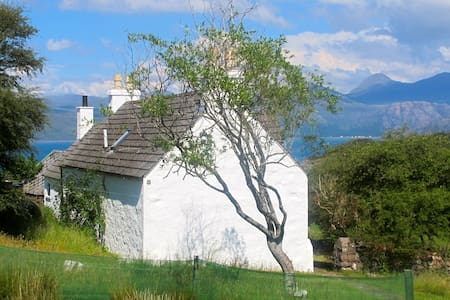 Comfortable West Highlands cottage - by Shieldaig