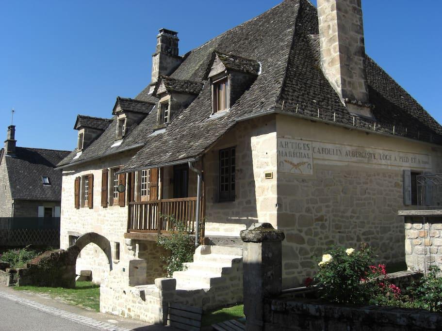 correzien stone house deep in real france h user zur miete in saint julien aux bois limousin. Black Bedroom Furniture Sets. Home Design Ideas